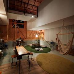 اتاق نشیمن توسطTakeru Shoji Architects.Co.,Ltd, اکلکتیک (ادغامی)