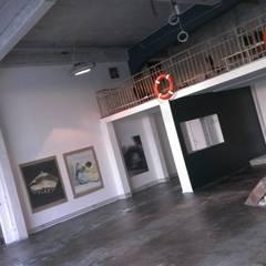 Loft in Berlin:  Wohnzimmer von Larcher & Zirngibl Innenarchitekten