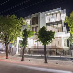"""""""Singaar"""":  Houses by Skywalk Designs"""