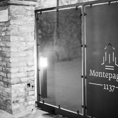"""""""Montepagano 1137"""" albergo diffuso: Hotel in stile  di Laura Marini Architetto"""