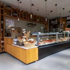 PU Mix gietvloer in delicatessenwinkel en restaurant Franks Smoke House in Amsterdam Oost:  Winkelruimten door Motion Gietvloeren, Modern Kunststof