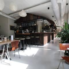 PU Mix gietvloer in delicatessenwinkel Franks Smoke House in Amsterdam Oost:  Kantoor- & winkelruimten door Motion Gietvloeren