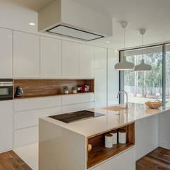 Kitchen by Raulino Silva Arquitecto Unip. Lda