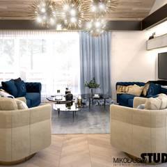 luksusowy salon: styl , w kategorii Salon zaprojektowany przez MIKOŁAJSKAstudio