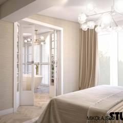 sypialnia z łazienką: styl , w kategorii Sypialnia zaprojektowany przez MIKOŁAJSKAstudio