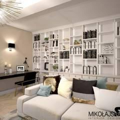 gabinet z biblioteczką: styl , w kategorii Domowe biuro i gabinet zaprojektowany przez MIKOŁAJSKAstudio