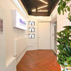 감각적인 사무실 인테리어 : 이즈홈의  서재 & 사무실