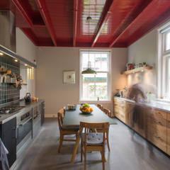 Tuinhuis atelier: moderne Keuken door Richèl Lubbers Architecten