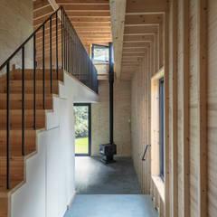 Tuinhuis atelier:  Gang en hal door Richèl Lubbers Architecten