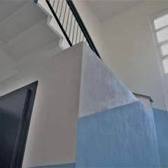 Escaleras de estilo  por Architetto Libero Professionista