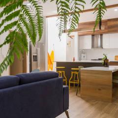 sala casa laureles: Comedores de estilo moderno por Adrede Diseño