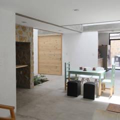 Casa CH: Comedores de estilo industrial por Apaloosa Estudio de Arquitectura y Diseño