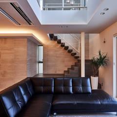八幡の家: 梶浦博昭環境建築設計事務所が手掛けた階段です。