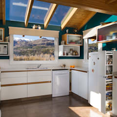 Built-in kitchens by Patagonia Log Homes