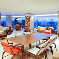اتاق غذاخوری توسطAdriana Scartaris: Design e Interiores em São Paulo