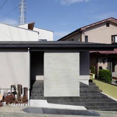 Maison individuelle de style  par 腰越耕太建築設計事務所