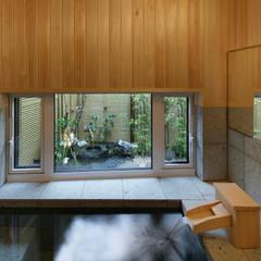 三条の家 浴室: 腰越耕太建築設計事務所が手掛けた浴室です。