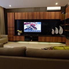 Modern Masculine house Ruang Keluarga Modern Oleh Exxo interior Modern Batu