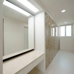 주방을 포인트로 만든 청라린스트라우스: 디자인 아버의  다이닝 룸