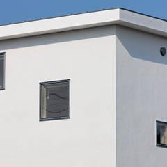 uPVC windows by 前田篤伸建築都市設計事務所