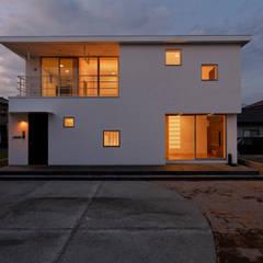 伊豆の国の家: 前田篤伸建築都市設計事務所が手掛けた木造住宅です。