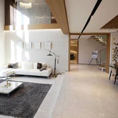 정제된 아름다움을 보여주는 프리미엄 모던전원주택 (경기도 화성시) 컨트리스타일 거실 by 더존하우징 컨트리