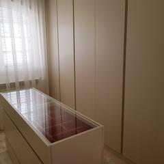 Mansão em V.N.Famalicão Closets clássicos por Atelier Kátia Koelho Clássico