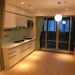 裝潢免百萬 利用現有格局及顏色的搭配 打造完美的家:  廚房 by 捷士空間設計(省錢裝潢)