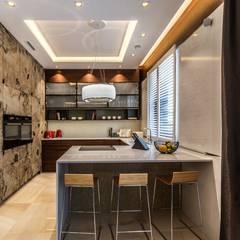 Luksusowy apartament w Warszawie - Saska Kępa: styl , w kategorii Kuchnia na wymiar zaprojektowany przez Viva Design - projektowanie wnętrz