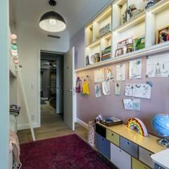 غرفة نوم بنات تنفيذ Viva Design - projektowanie wnętrz,