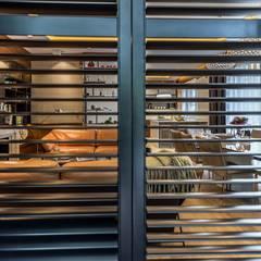 Zdjęcie z widokiem przez shuttersy: styl , w kategorii Salon zaprojektowany przez Viva Design - projektowanie wnętrz