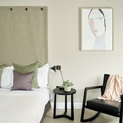 Guest room:  Bedroom by Tailored Living Interiors