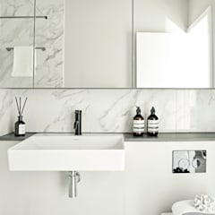 An urban chic mews in Fulham:  Bathroom by Tailored Living Interiors