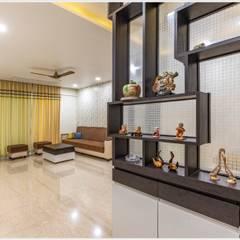 Mr. Prashant Pawar and Family:  Corridor & hallway by GREEN HAT STUDIO PVT LTD