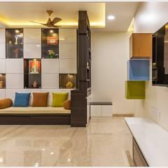 Mr. Prashant Pawar and Family:  Living room by GREEN HAT STUDIO PVT LTD