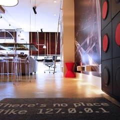 Inside Pop Geek Panamby Corredores, halls e escadas industriais por INSIDE ARQUITETURA E DESIGN Industrial Concreto