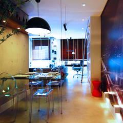 MAXHAUS: Salas de jantar industriais por INSIDE ARQUITETURA E DESIGN