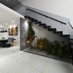 Escaleras de estilo  por CODIAN CONSTRUCTORA