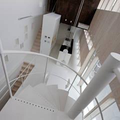 Cầu thang by 前田篤伸建築都市設計事務所