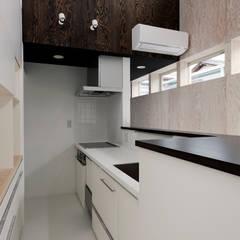 三島の家: 前田篤伸建築都市設計事務所が手掛けたキッチンです。,オリジナル