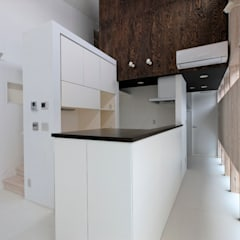 三島の家: 前田篤伸建築都市設計事務所が手掛けたキッチンです。,