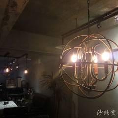 造型吊燈:  辦公室&店面 by 沙瑪室內裝修有限公司