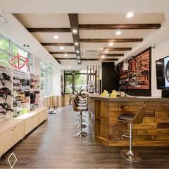 Lojas e espaços comerciais  por 沙瑪室內裝修有限公司