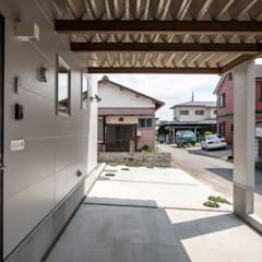 Carport by 前田篤伸建築都市設計事務所