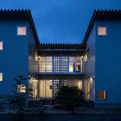 谷田の家: 前田篤伸建築都市設計事務所が手掛けた二世帯住宅です。
