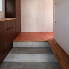 谷田の家: 前田篤伸建築都市設計事務所が手掛けた廊下 & 玄関です。
