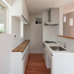 谷田の家: 前田篤伸建築都市設計事務所が手掛けたキッチンです。