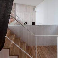 谷田の家: 前田篤伸建築都市設計事務所が手掛けた階段です。