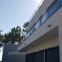 Villas de estilo  por Escala Absoluta