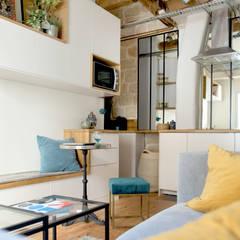 Aménagement d'un 2 pièces de 26 m2 à Paris: Salon de style  par Aurélia Petitet